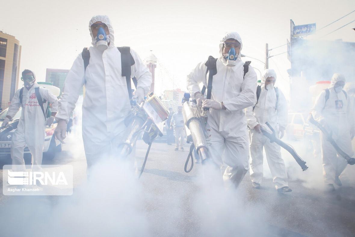 خبرنگاران ضدعفونی اماکن عمومی ماهشهر توسط پدافند هوایی