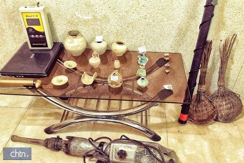 کشف و ضبط یک دستگاه فلزیاب و تعدادی شی ء تاریخی در جاجرم