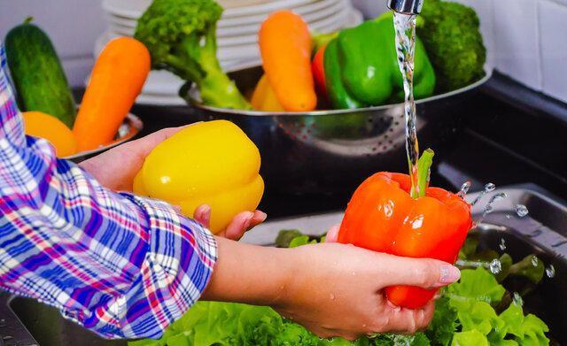 شست وشوی میوه و سبزی در روز های کرونایی