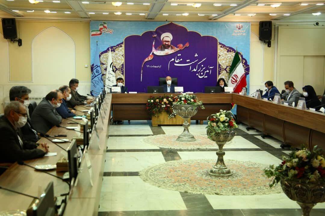 خبرنگاران استاندار اصفهان: کرونا می تواند مبدا تحول در نظام آموزشی گردد
