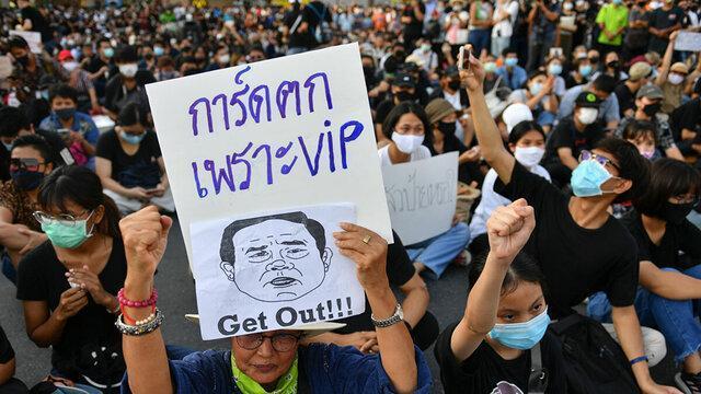 حضور صدها معترض تایلندی با تاکید بر استعفای دولت در خیابان
