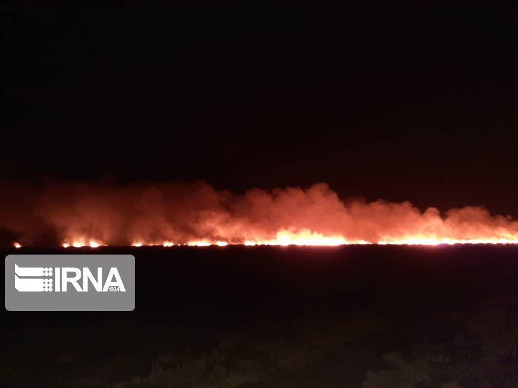 خبرنگاران آتش سوزی در مزارع جو گوهرکوه تفتان