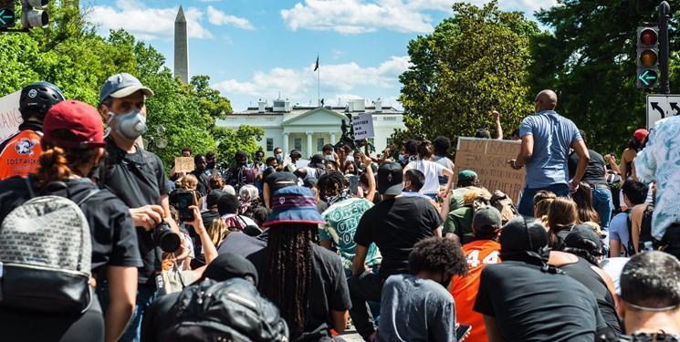 فیلم ، تجمع دوباره معترضان در مقابل کاخ سفید علیرغم حضور گسترده نیروهای امنیتی