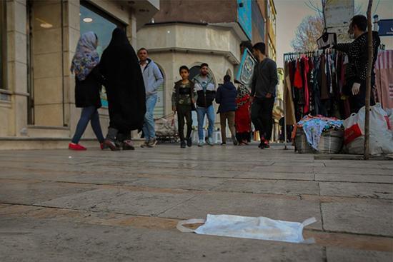 ایرانیِ آریایی، لطفا ماسک را در خیابان، رها نکن!