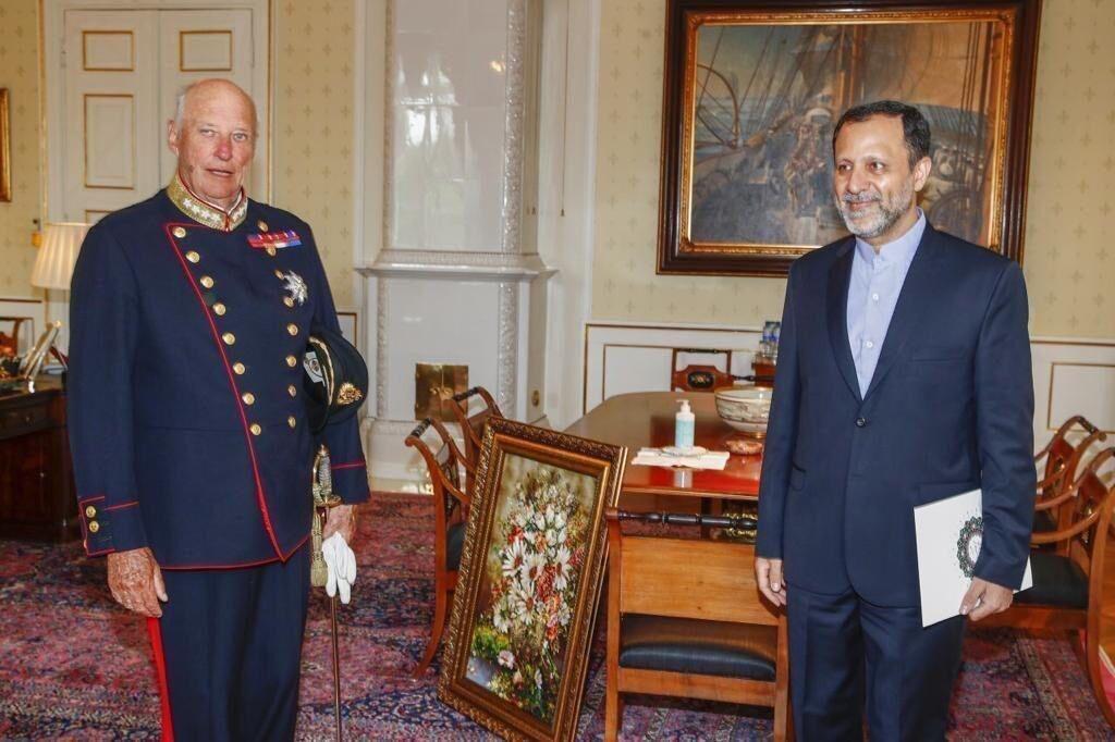 خبرنگاران سفیر جدید ایران استوارنامه خود را به پادشاه نروژ تحویل داد