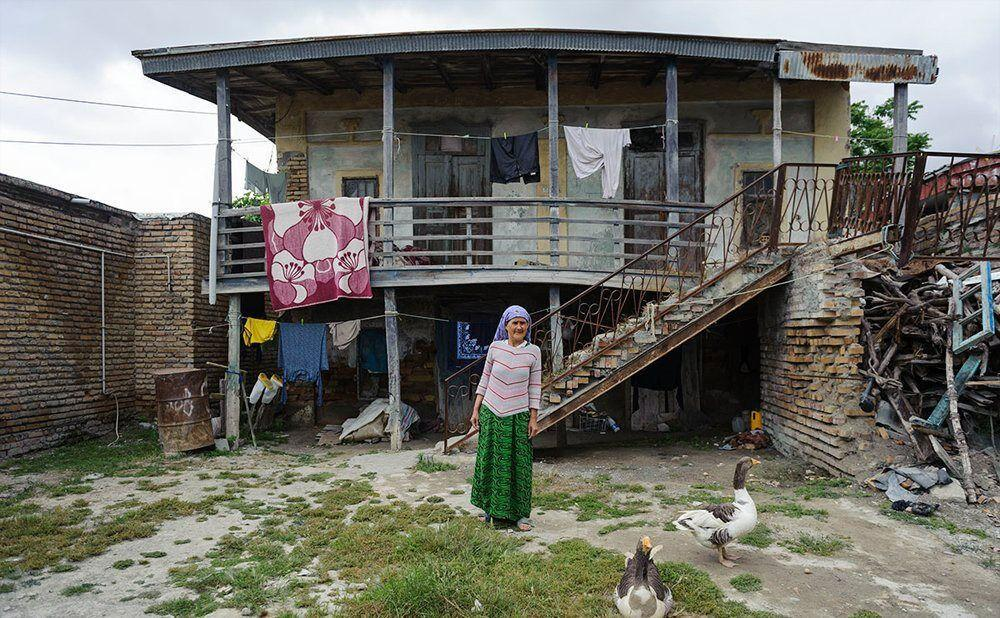 خبرنگاران چشم انتظاری مادربزرگ آق قلایی برای گلیپ گیدمک