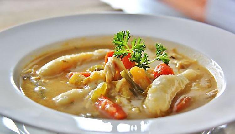 طرز تهیه سوپ پای مرغ خوشمزه به 3 روش مقوی و عالی