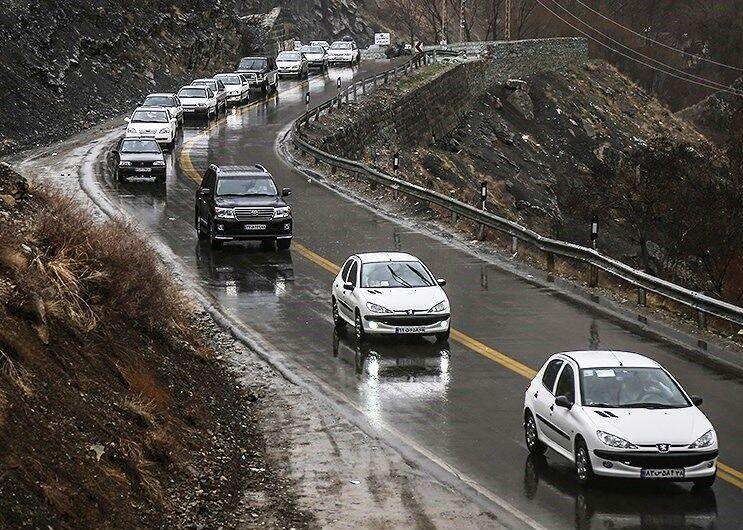خبرنگاران بارش باران جاده های مهاباد را لغزنده کرد