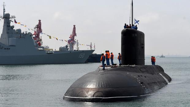 رزمایش دریایی عظیم چین در زمان عبور ناوهای آمریکایی