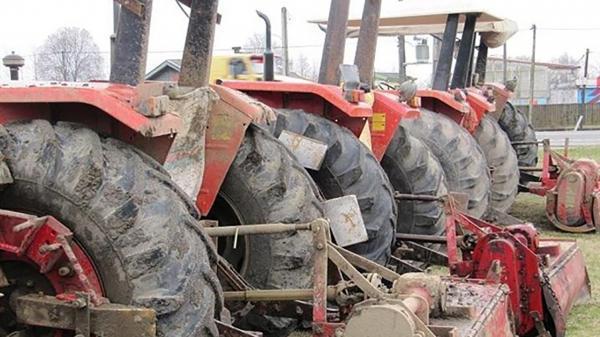 برداشت محصولات کشاورزی با باک خالی تراکتور ها