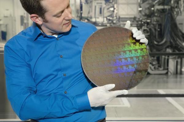 ساخت ترانزیستور با ابعادی کوچکتر از یک رشته دی ان ای